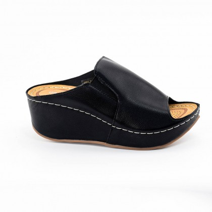 Tiana Wedges in Black